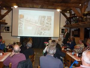 Bürgermeister Wellen stellt diem möglichen Varianten zum Kreuzungsbereich Fledderstraße/Westring vor