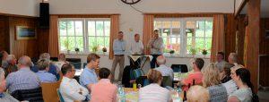 Sommergrillen mit den Mandatsträgern bedeutet immer auch eine spannende Diskussion für die Mitglieder und Gäste