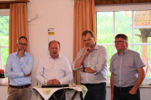 Bürgermeister Manfred Wellen, Reinhold Hilbers MdL, Albert Stegmann MdB und der Ortsvorsitzende Dieter Nüsse stellen sich den Fragen der CDU-Mitglieder und der Gäste