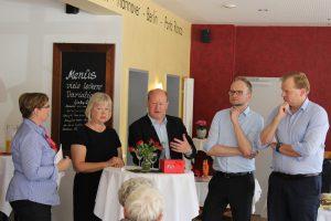 Im Gespräch mit den Gästen: Walburga Stevens, Monika Wassermann, Reinhold Hilbers, Manfred Wellen, Albert Stegemann